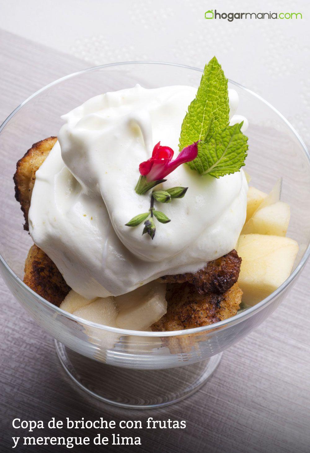 Copa de brioche con frutas y merengue de lima
