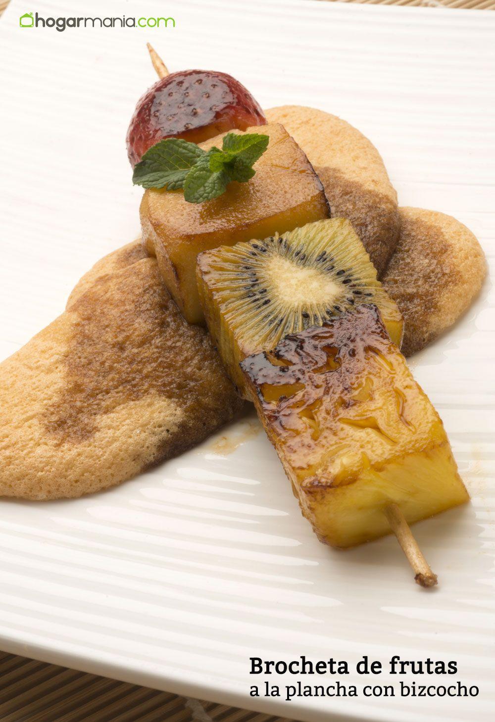 Brocheta de fruta a la plancha con bizcocho