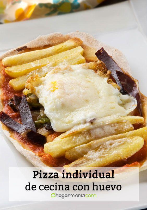 Pizza individual de cecina con huevo