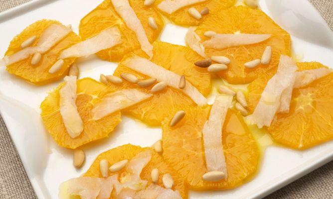Ensalada de bacalao y naranja con piñones