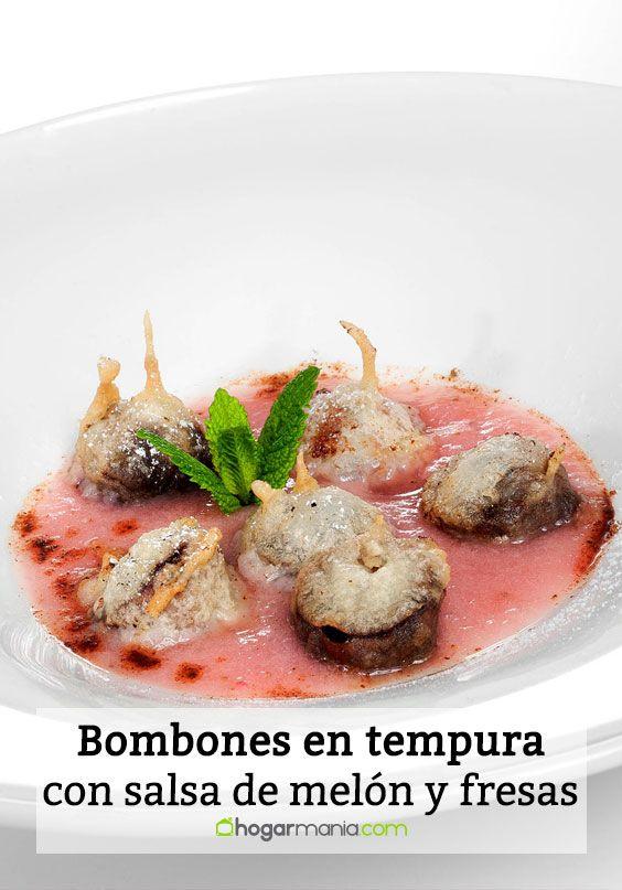 Bombones en tempura con sopa de melón y fresas
