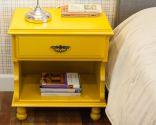 renovar mesitas de noche con pintura amarilla - resultado