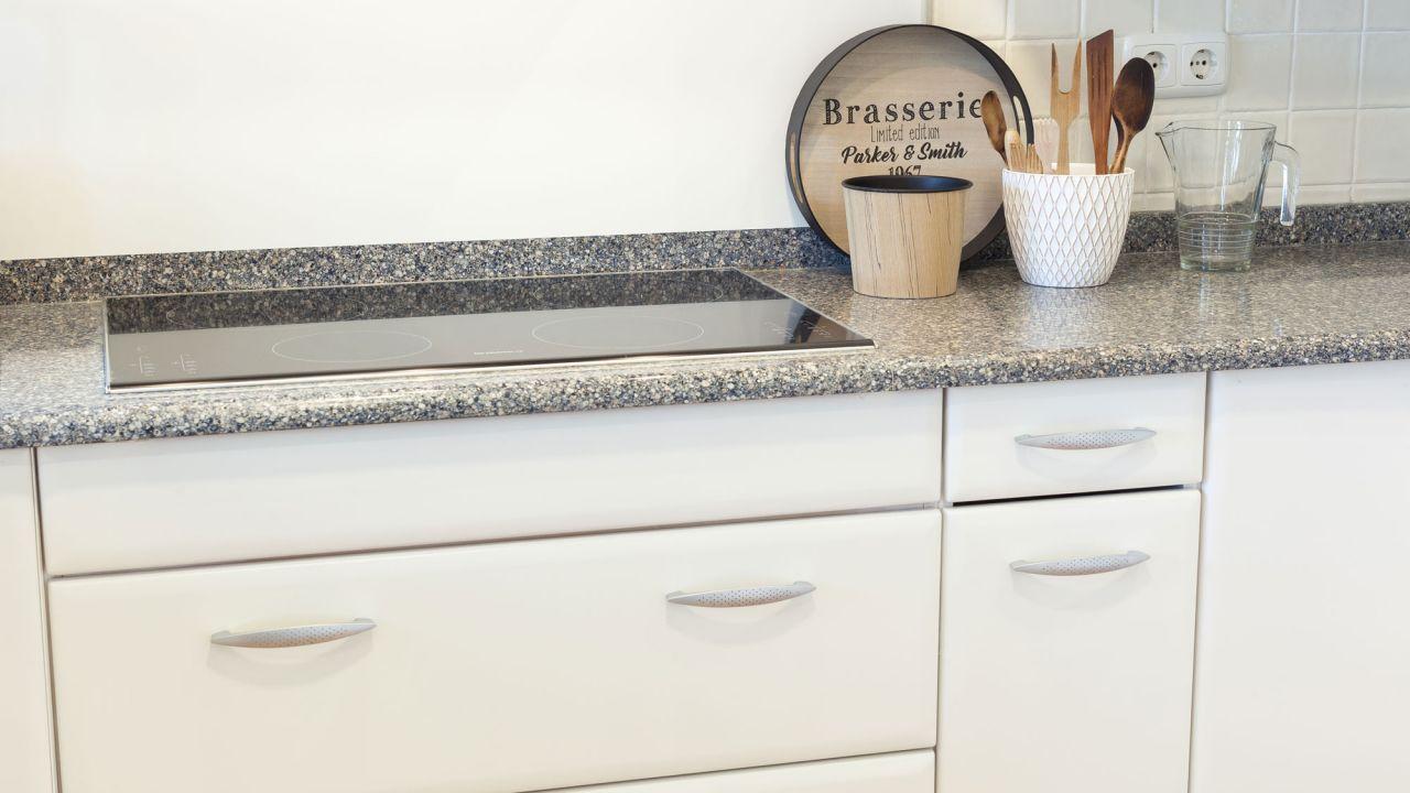 Pintar puertas armario cocina blanco antes - Pintar encimera cocina ...