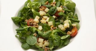 Ensalada de can�nigos, queso y nueces