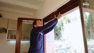 Cómo fijar una mosquitera a la ventana