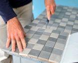 Cómo colocar una encimera de azulejos unidos con una malla