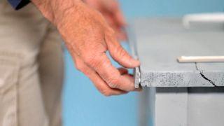 Cómo colocar una encimera de azulejos con una malla - Paso 3