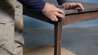 Cómo pintar una mesa con pintura al agua de efecto tiza - Paso 1
