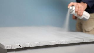 Cómo pintar una mesa con pintura al agua de efecto tiza - Paso 4