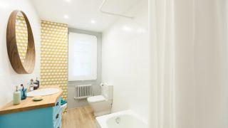 decorar baño retro luminoso