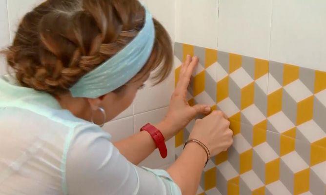 Decorar azulejos con losetas adhesivas decogarden - Losetas adhesivas bano ...