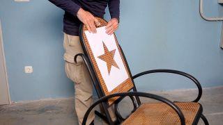 Cómo personalizar una mecedora con pintura - Paso 2