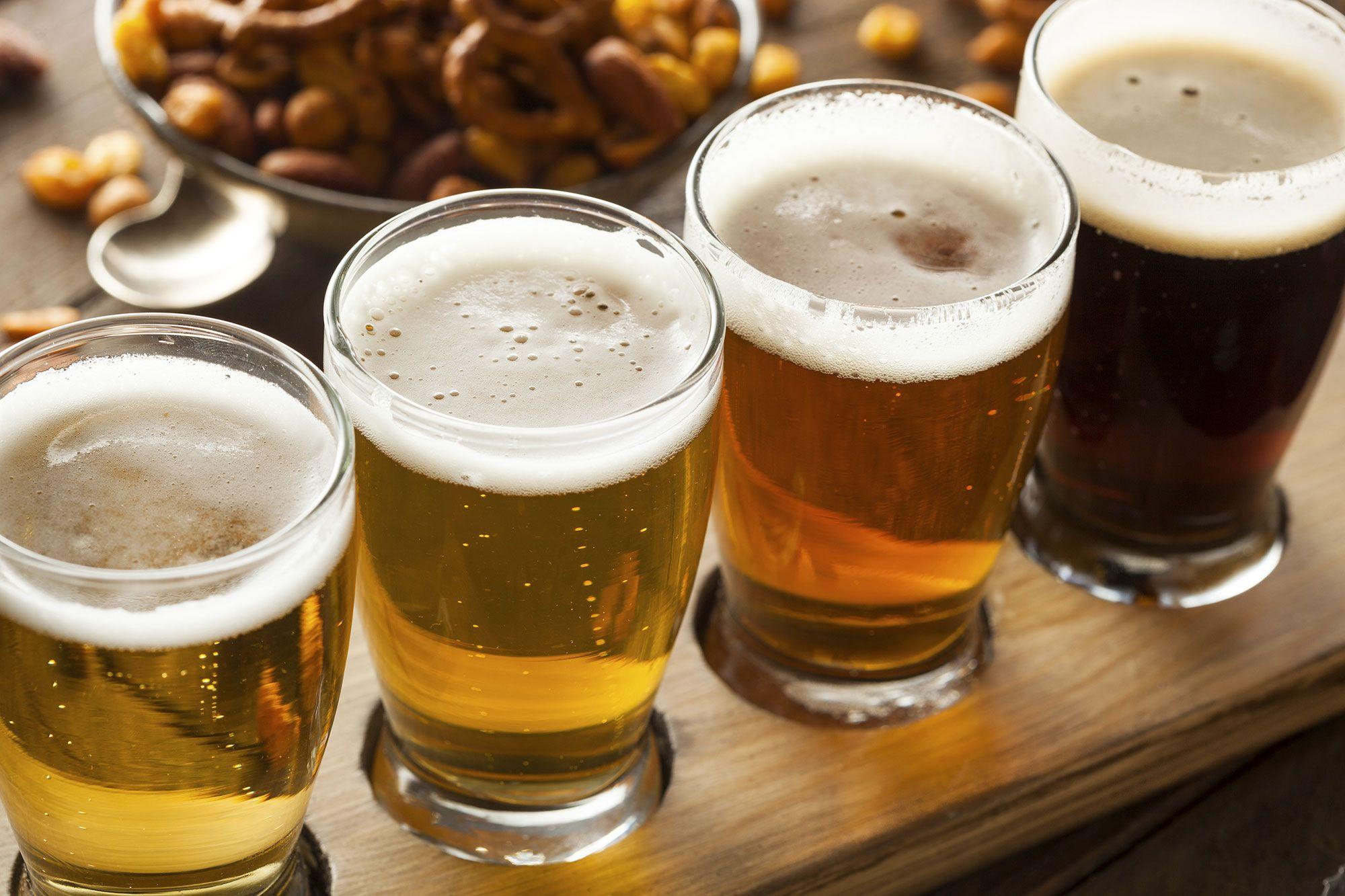 5 pasos para servir una botella de cerveza perfecta