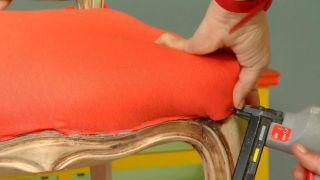Cómo tapizar una silla - Paso 5