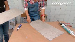 Revestir la pared de la cocina con losetas decorativas paso 1