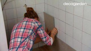 Revestir la pared de la cocina con losetas decorativas paso 5