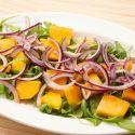 Ensalada de rúcula y mango