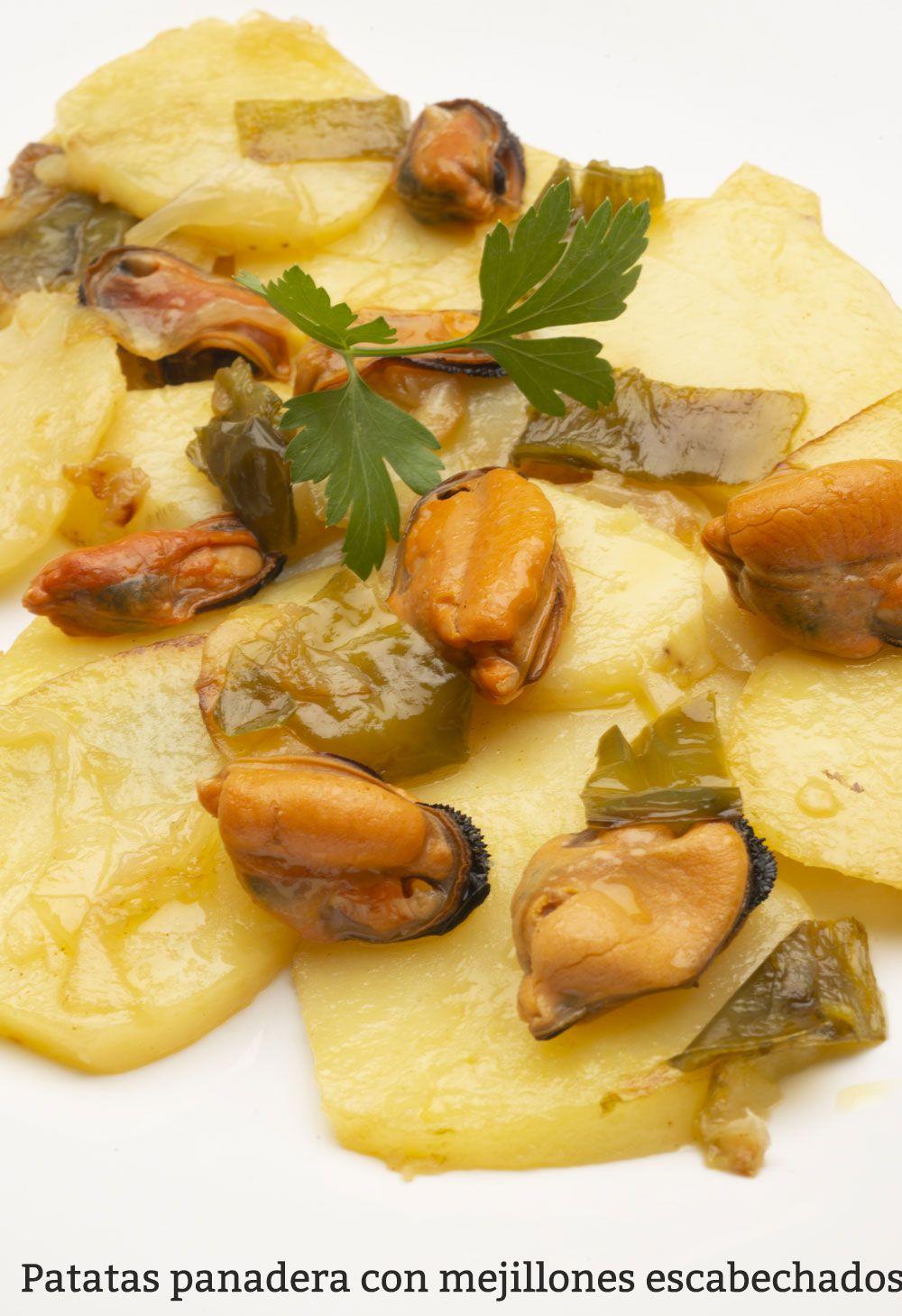 Patatas panadera con mejillones escabechados
