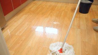 Cómo limpiar suelos de madera, tarimas o parqué - Paso 3