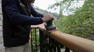 Cómo renovar un pasamanos de madera - Bricomanía