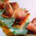 Corcón en salazón ligera con láminas de compota de frutas y salsa de tamarindo