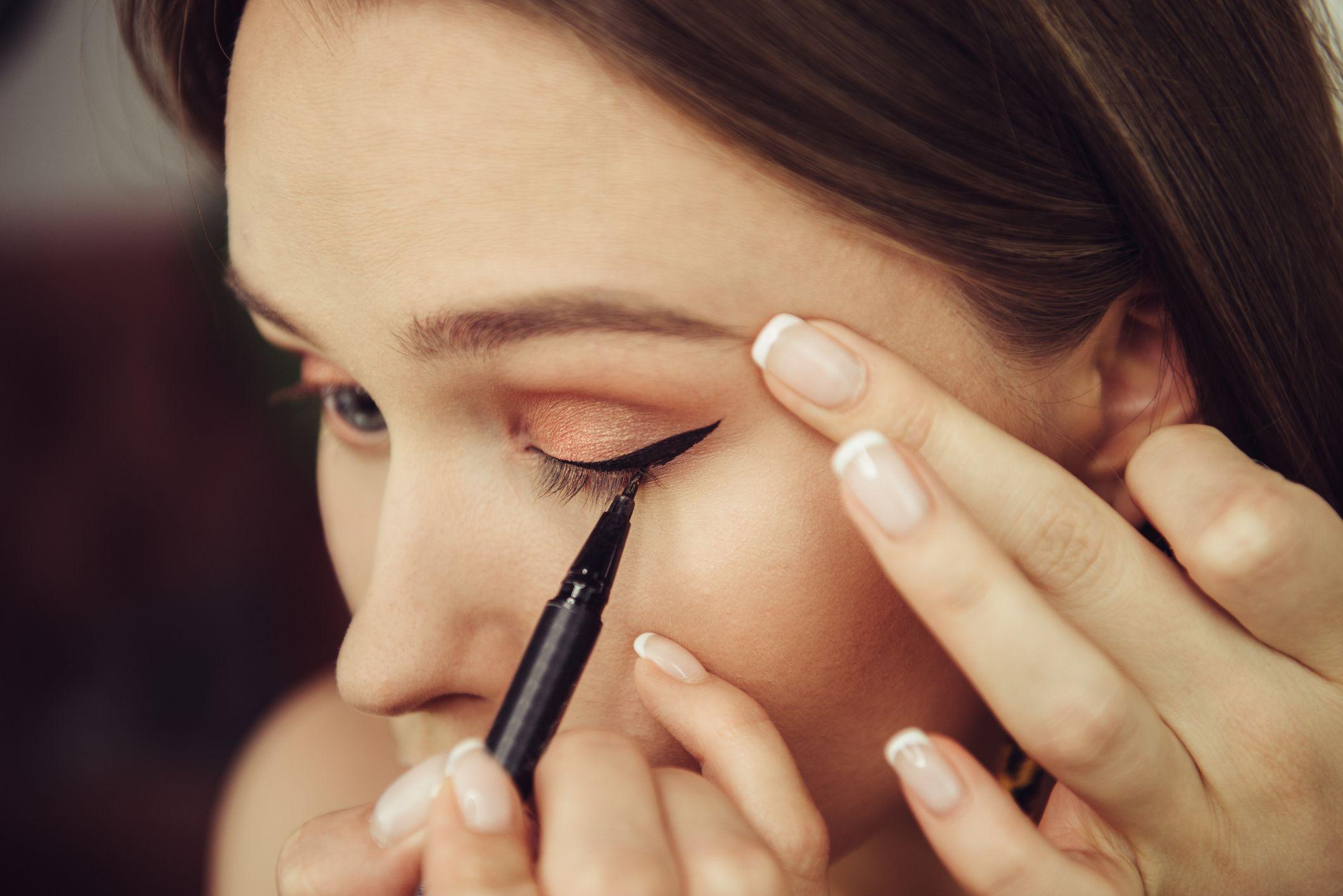 Eyeliner resistente al agua.