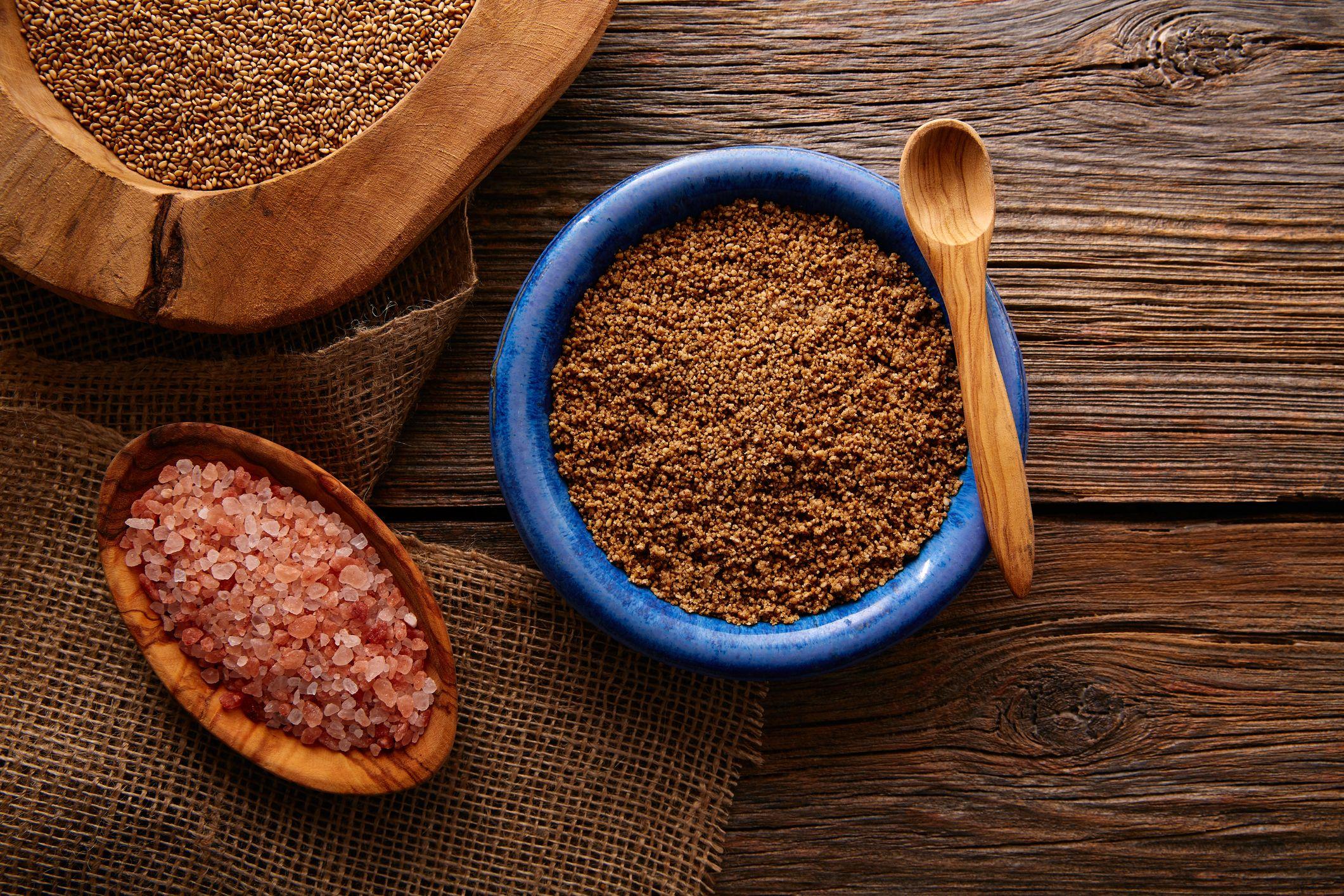 Para preparar gomasio necesitas semillas de sésamo y sal marina sin refinar.