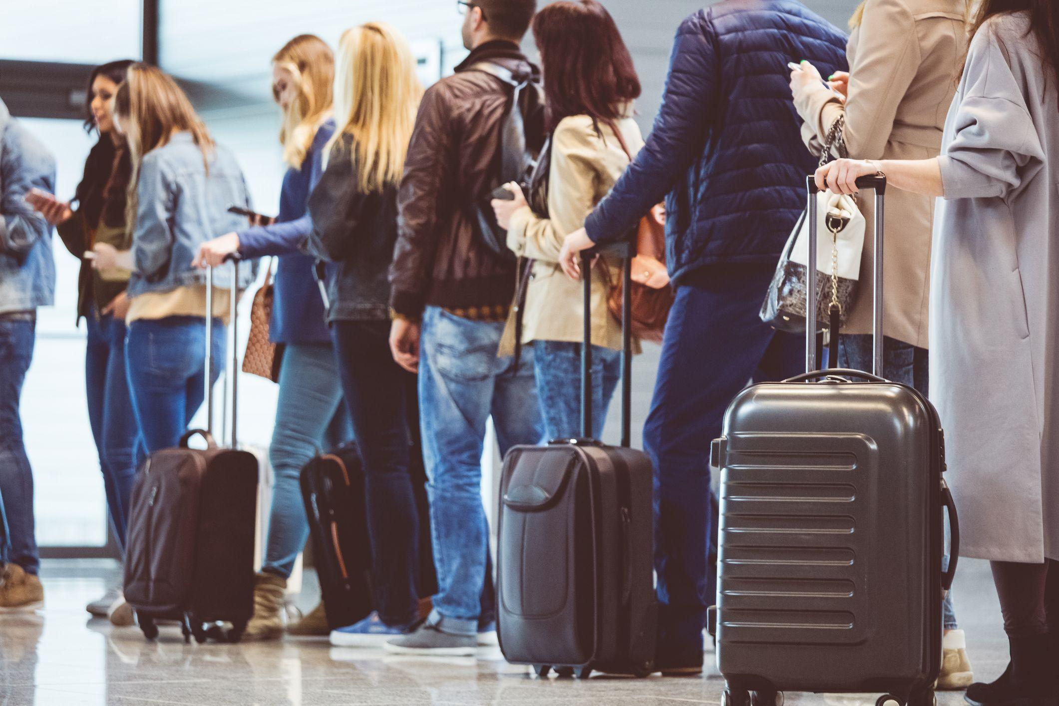 Se puede añadir a la indemnización los servicios pagados que ya no se puedan disfrutar o gastos extras consecuencia de la cancelación o retraso del vuelo.