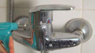 Cómo limpiar la mampara de la ducha - Grifos