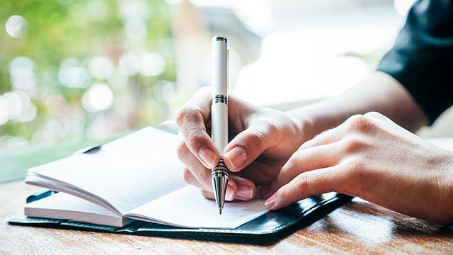 Apunta las tareas en una agenda.
