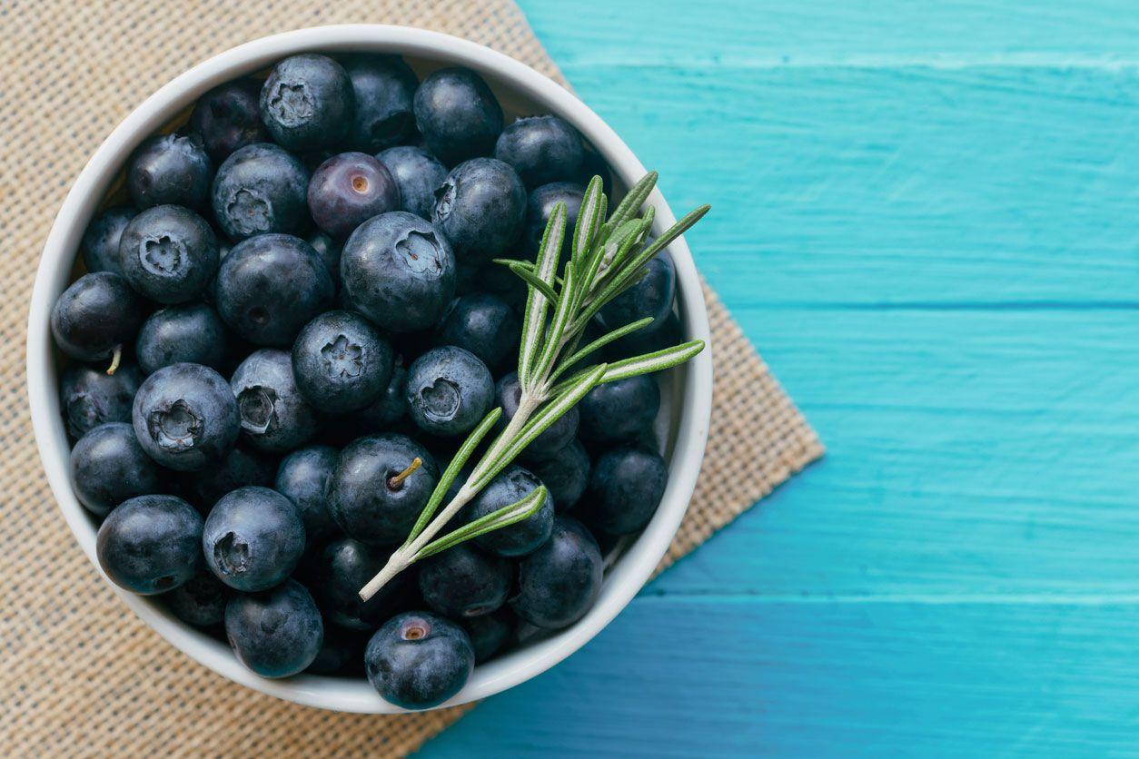 Arándanos azules para potenciar el color y sabor de los smoothies