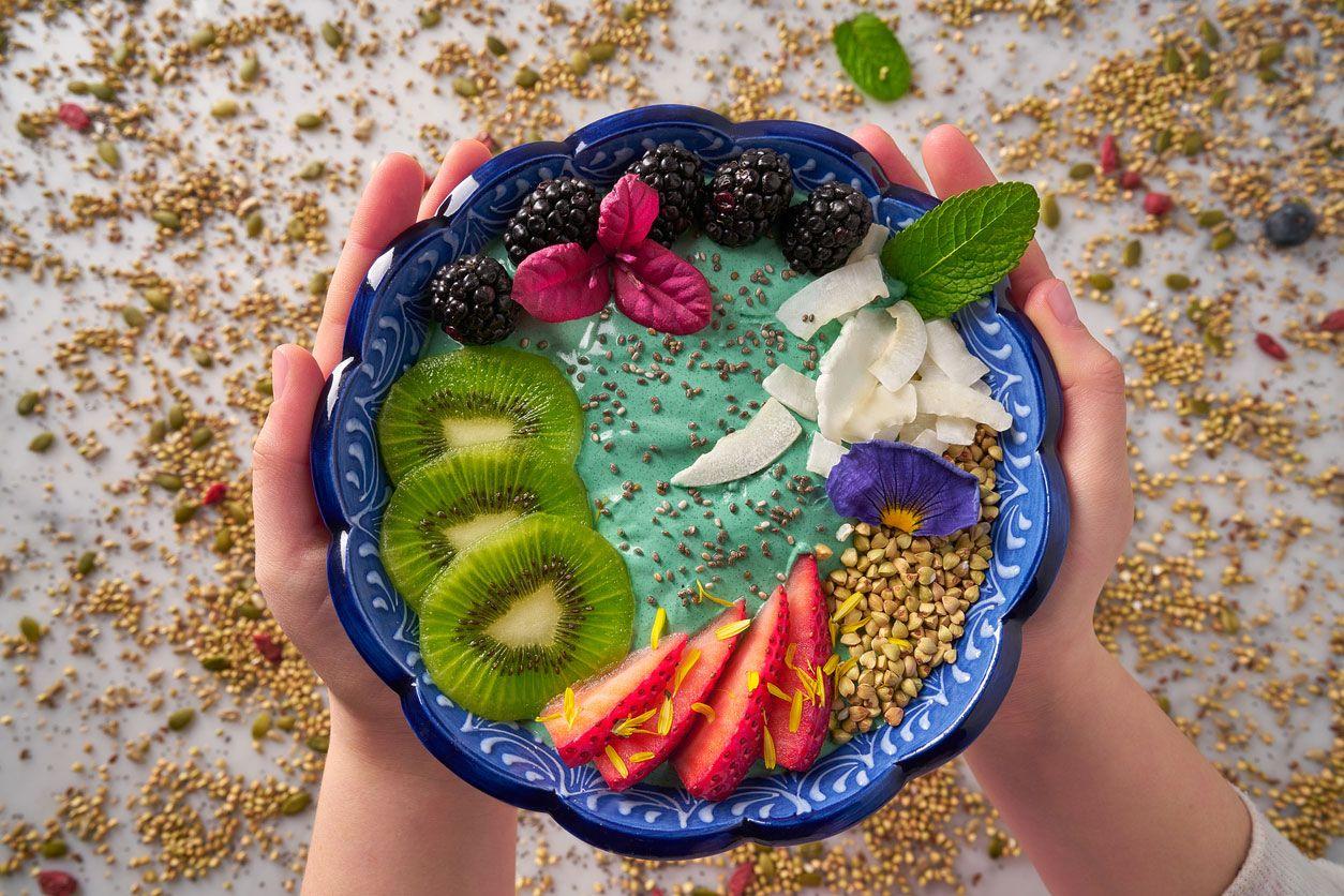 Blue Smoothie Bowl con frutas