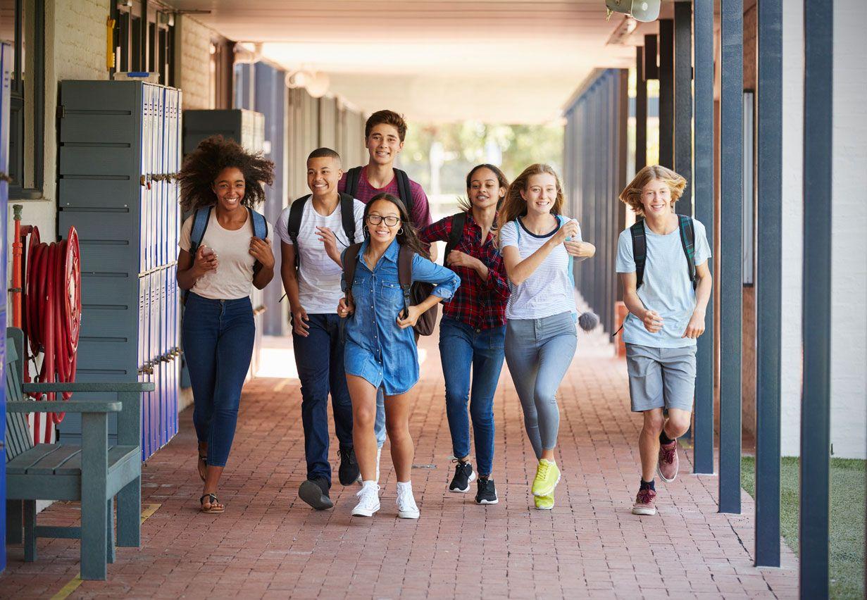 Las deportivas son el mejor calzado para ir a clase.