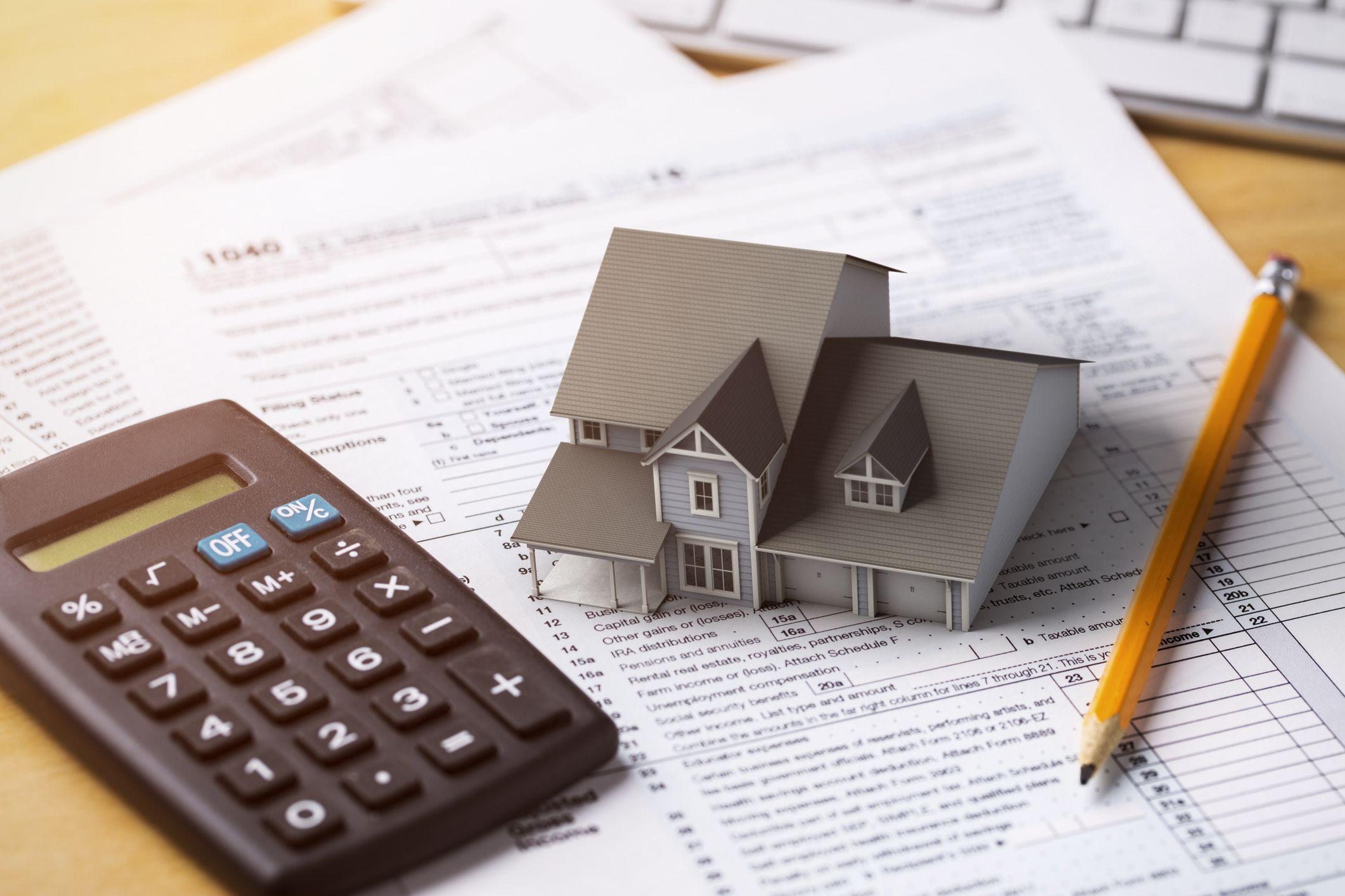 Las hipotecas a interés fijo suelen tener una comisión de apertura un poco más cara y pueden incluir una compensación adicional: la de riesgo de tipo de interés.