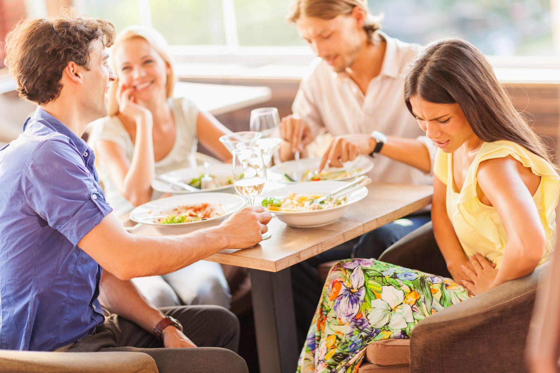 Una intolerancia alimentaria puede provocar malestar digestivo, dolores, picores o incluso diarrea.