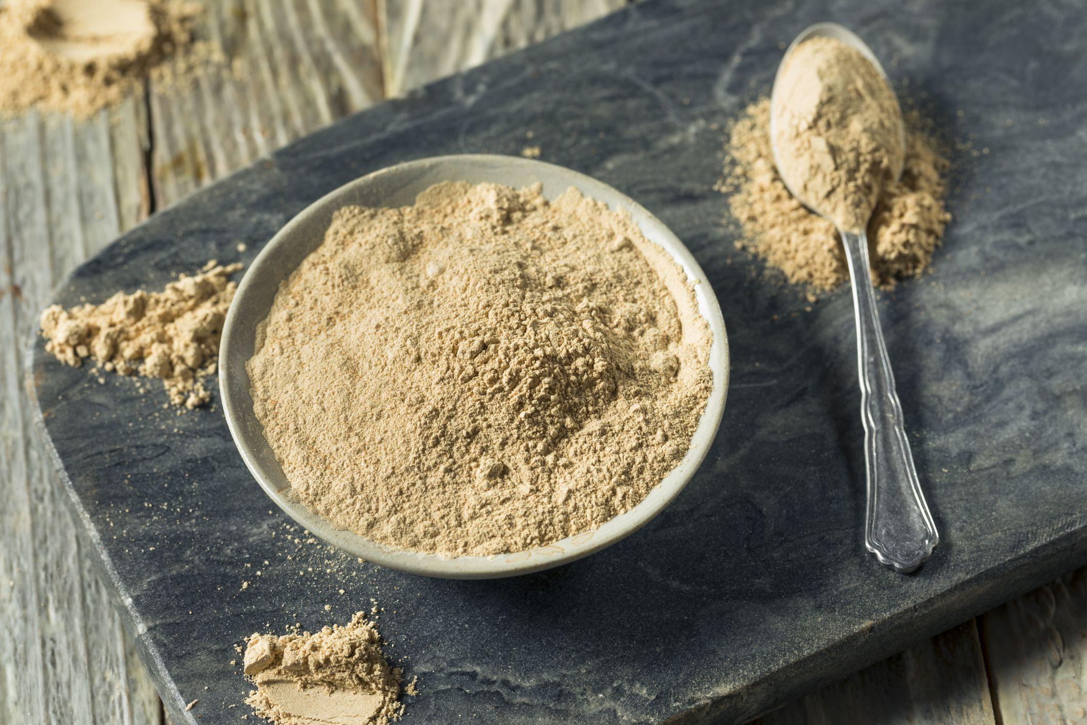 Maca en polvo, ideal para añadir a smothies e infusiones.