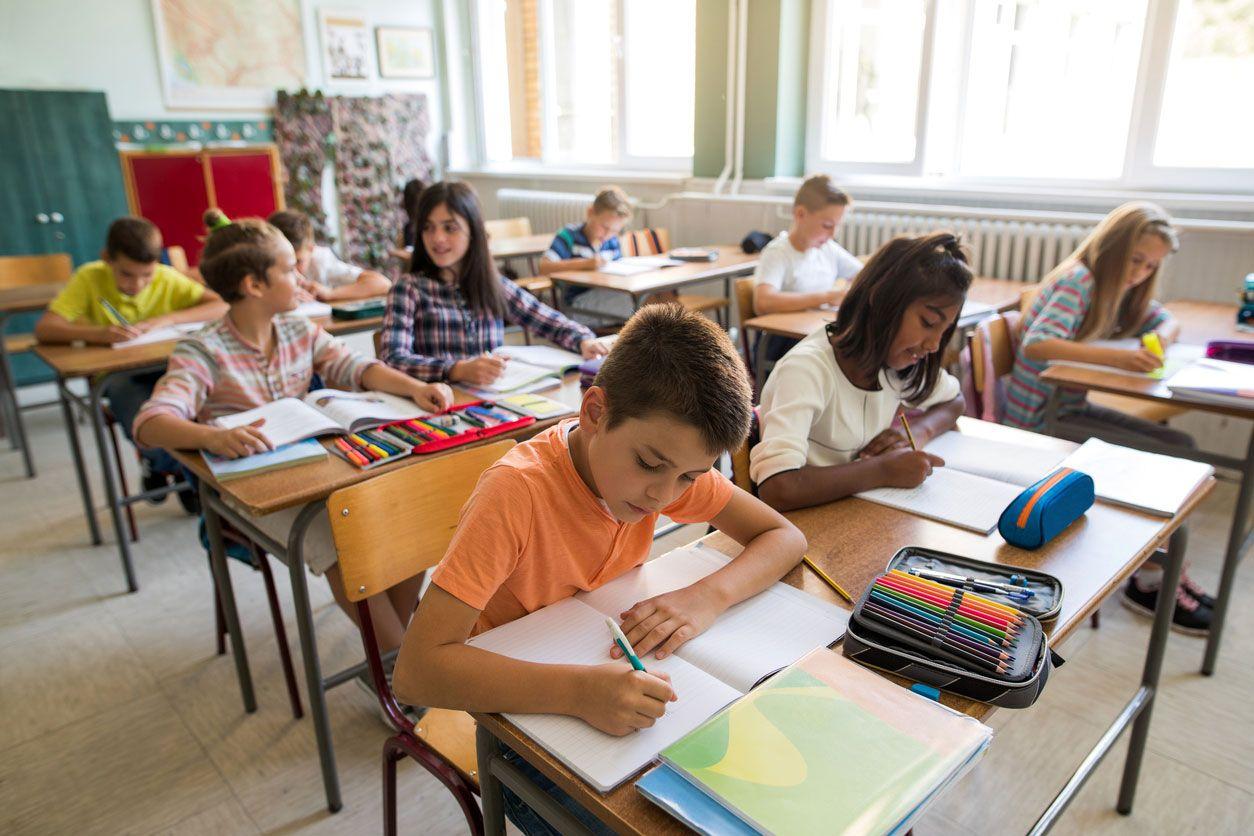 Los niños tienen que llevar el material escolar necesario.
