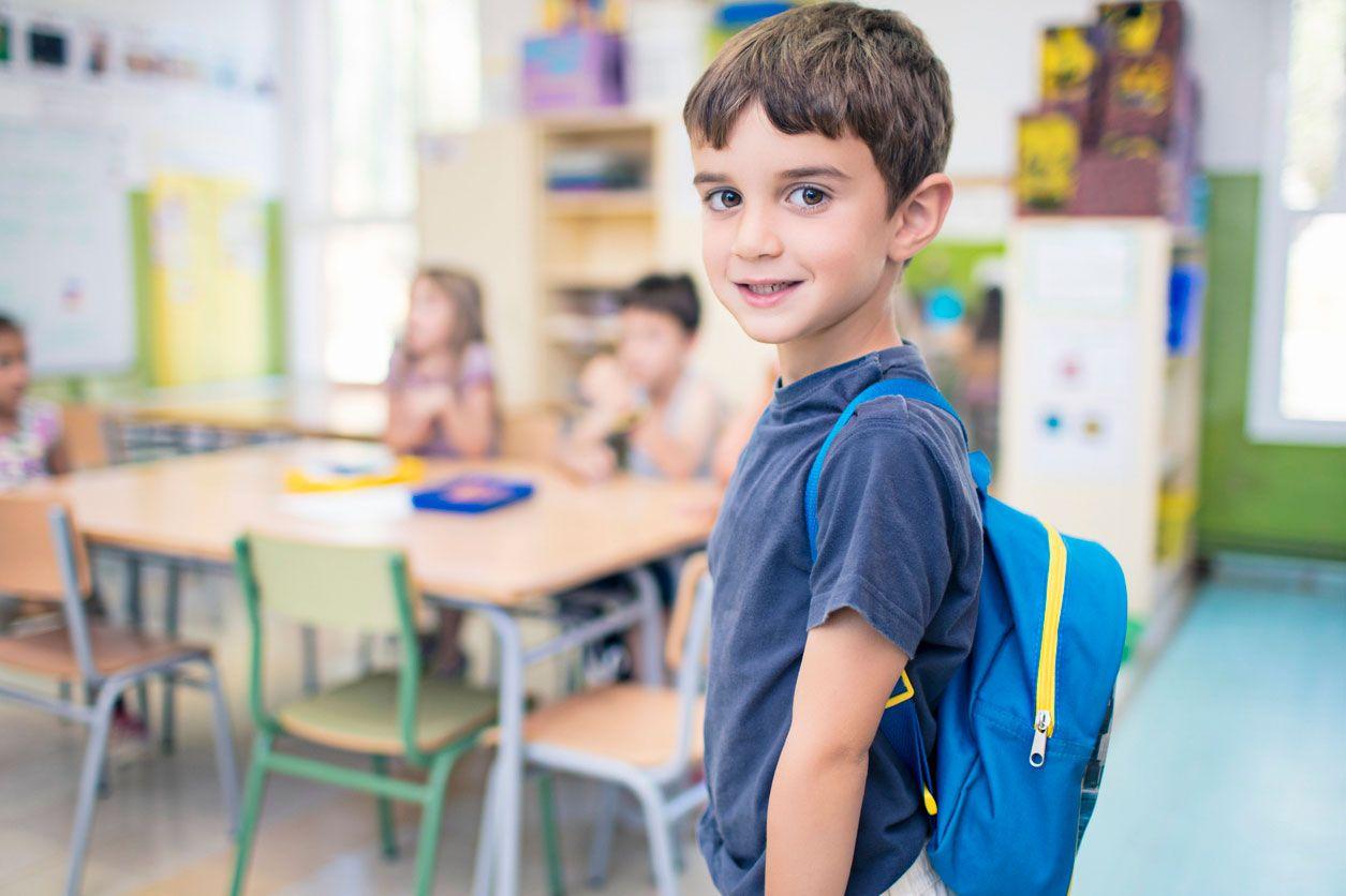 Los niños tienen que llevar una mochila resistente a clase.