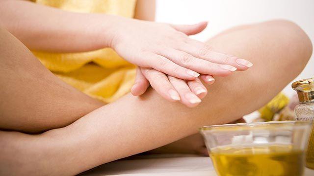 Este aceite hidrata y nutre la piel en profundidad, además también se puede utilizar para fortalecer las uñas débiles o quebradizas.