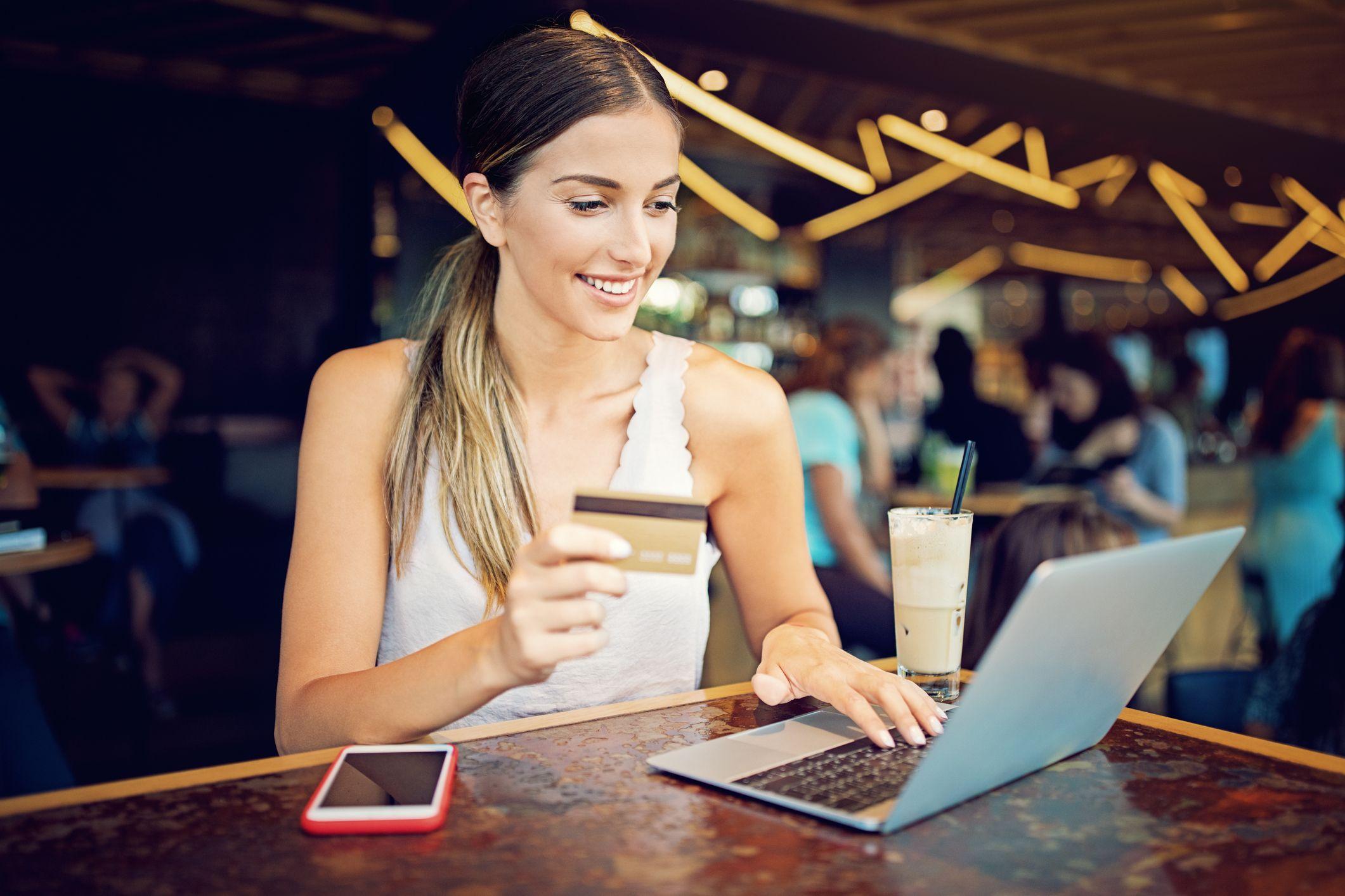 Reserva tus vuelos con antelación al mejor precio a través de Internet.