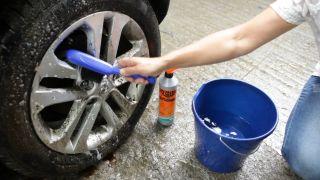 Cómo limpiar las llantas del coche - Paso 2