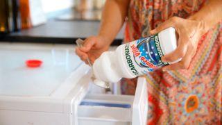 Eliminar el amarilleo de la ropa blanca - Lavado a máquina