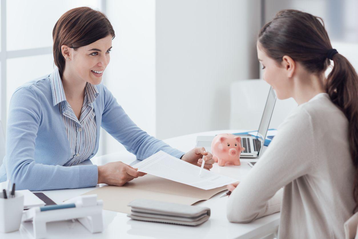 Comparar distintas ofertas hasta dar con la hipoteca que más se adapte a nuestras necesidades.