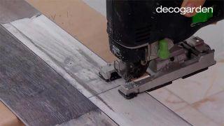 Colocar lamas de PVC en suelo de baño (zonas difíciles) - Paso 3