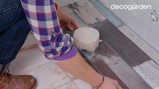 Colocar lamas de PVC en suelo de baño (zonas difíciles) - Paso 5