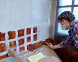 preparar pared de azulejos antes de pintar - imprimación juntas