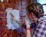 preparar pared de azulejos antes de pintar - imprimación rodillo