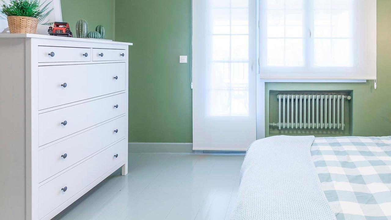 pintar el suelo de madera color verde para dormitorio
