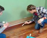 Pintar suelo y zócalos de madera dormitorio (color verde) - paso 1