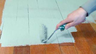 Cómo pintar suelo y zócalos de madera de un dormitorio - Paso 3